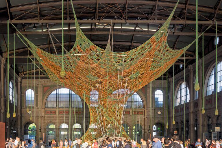 65 pies Woven Tree evoca visiones espirituales de la selva tropical (video)
