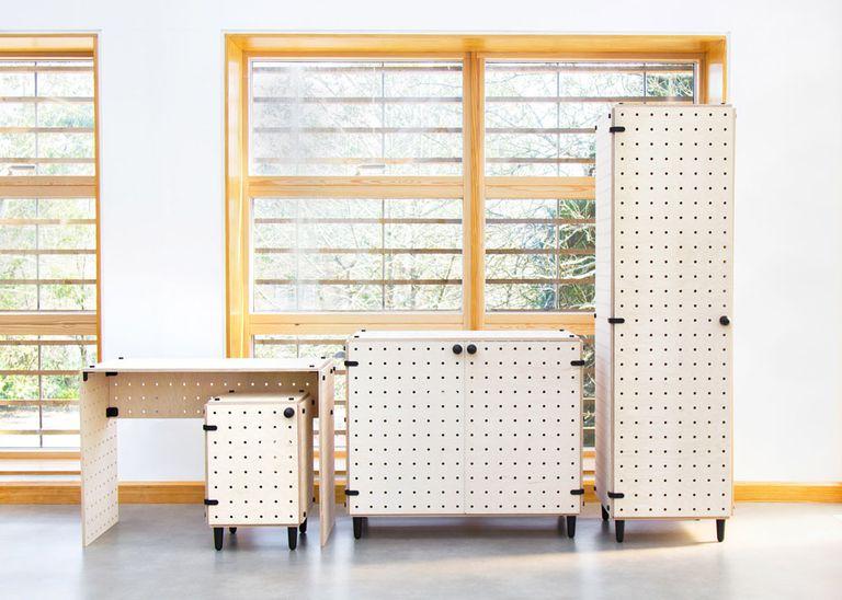 Los módulos de muebles de paquete plano CRISSCROSS se ensamblan sin necesidad de herramientas (video)