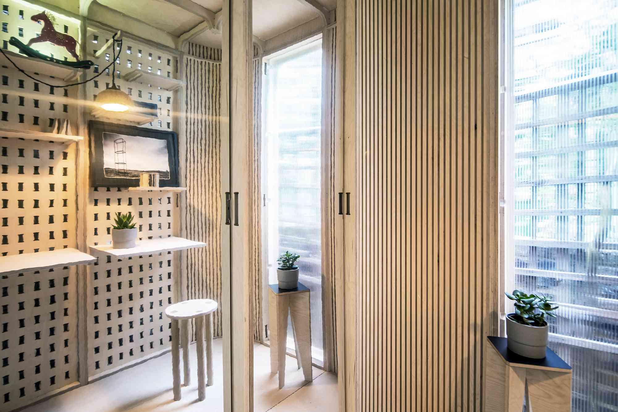 My Room In The Garden prefab home office module Boano Prišmontas mirrored panels