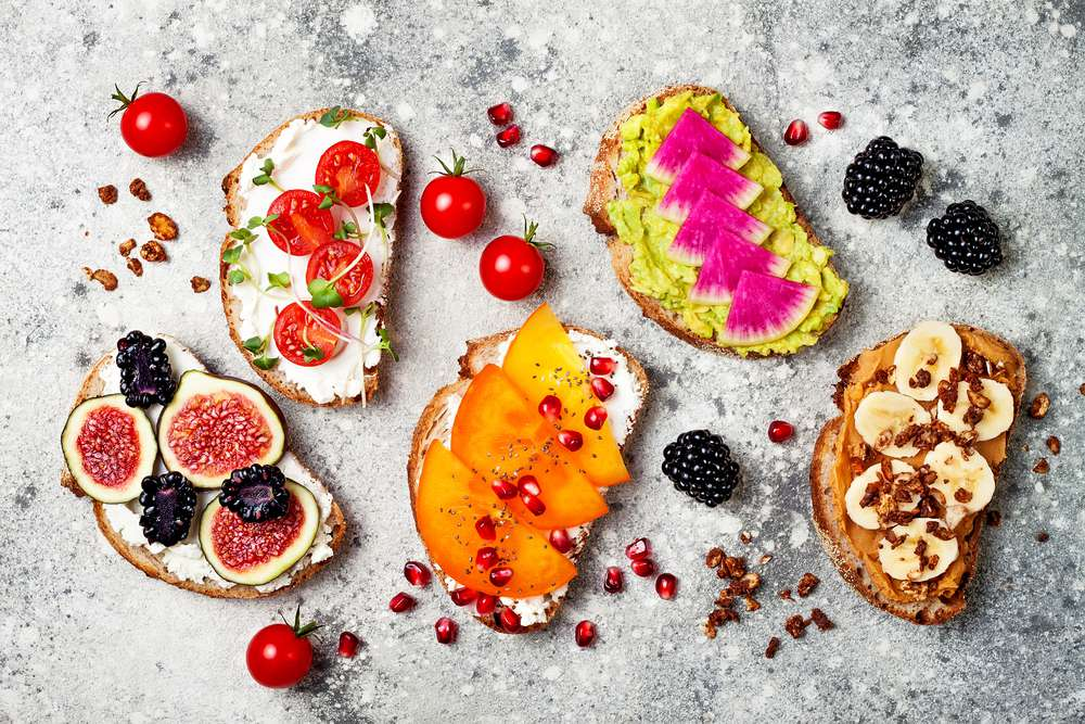 Toast with fruit, nuts and other toppings