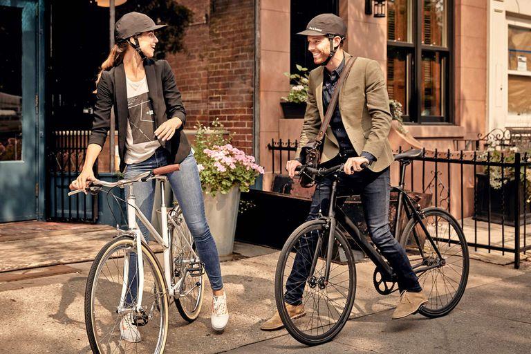 El casco de bicicleta Park & Diamond parece una gorra de béisbol y se pliega