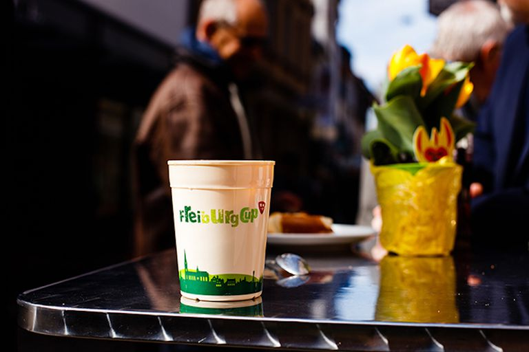 La ciudad de Friburgo tiene una alternativa brillante a las tazas de café desechables