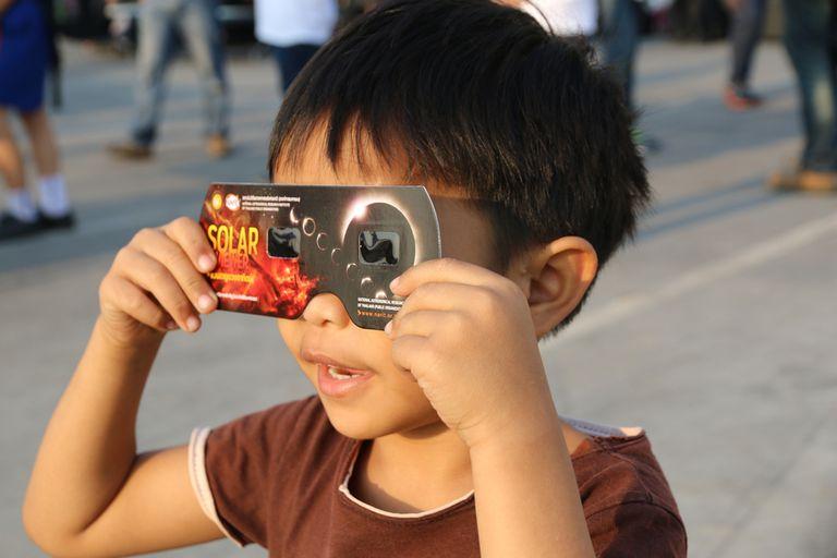 6 cosas para hacer con sus lentes de eclipse solar