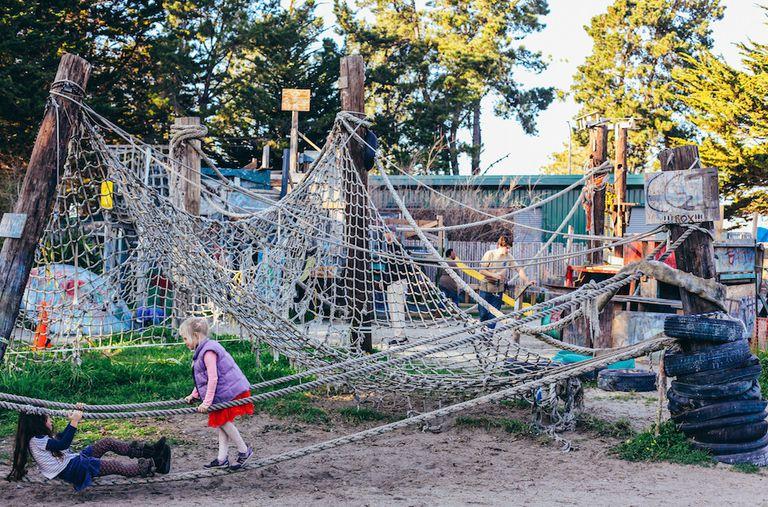 Los parques infantiles 'basura' luchan por mantenerse a flote en la era de la austeridad
