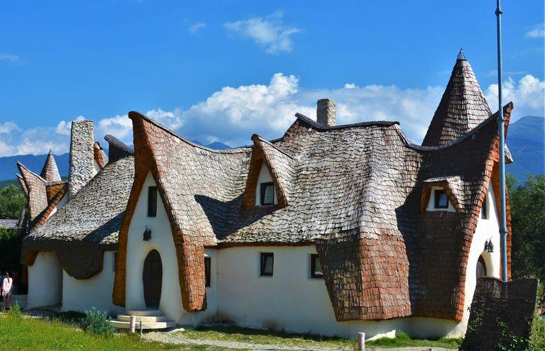 El hotel Hobbit de Transilvania está construido con arcilla y arena