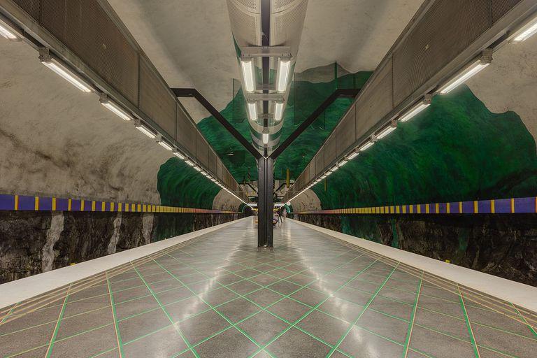 Haga un recorrido por las estaciones de metro más magníficas de Estocolmo