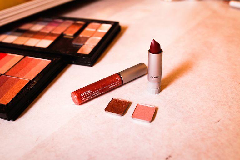 Cómo crear una colección de maquillaje cápsula