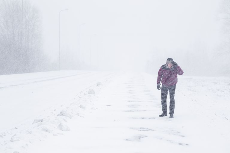 Mamá camina 26 millas en la nieve para salvar a una familia varada durante una ventisca