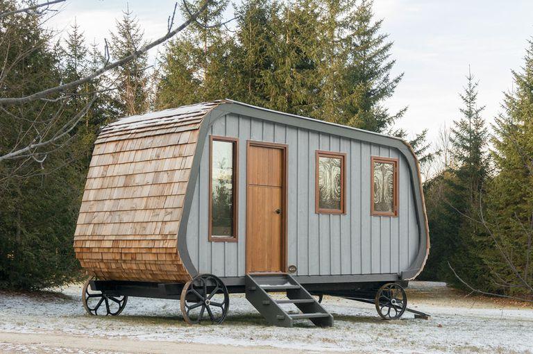La cabaña con ruedas tipo camper es un carro de pastor moderno