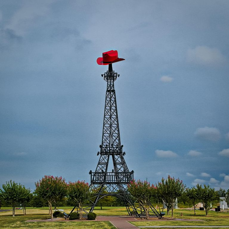 Replica of the Eiffel Tower topped with a cowboy hat