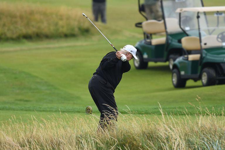 Expertos en seguridad recomiendan cascos obligatorios para golfistas