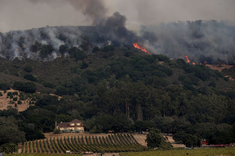 wildfire approaches Gundlach Bundschu winery in Sonoma, California