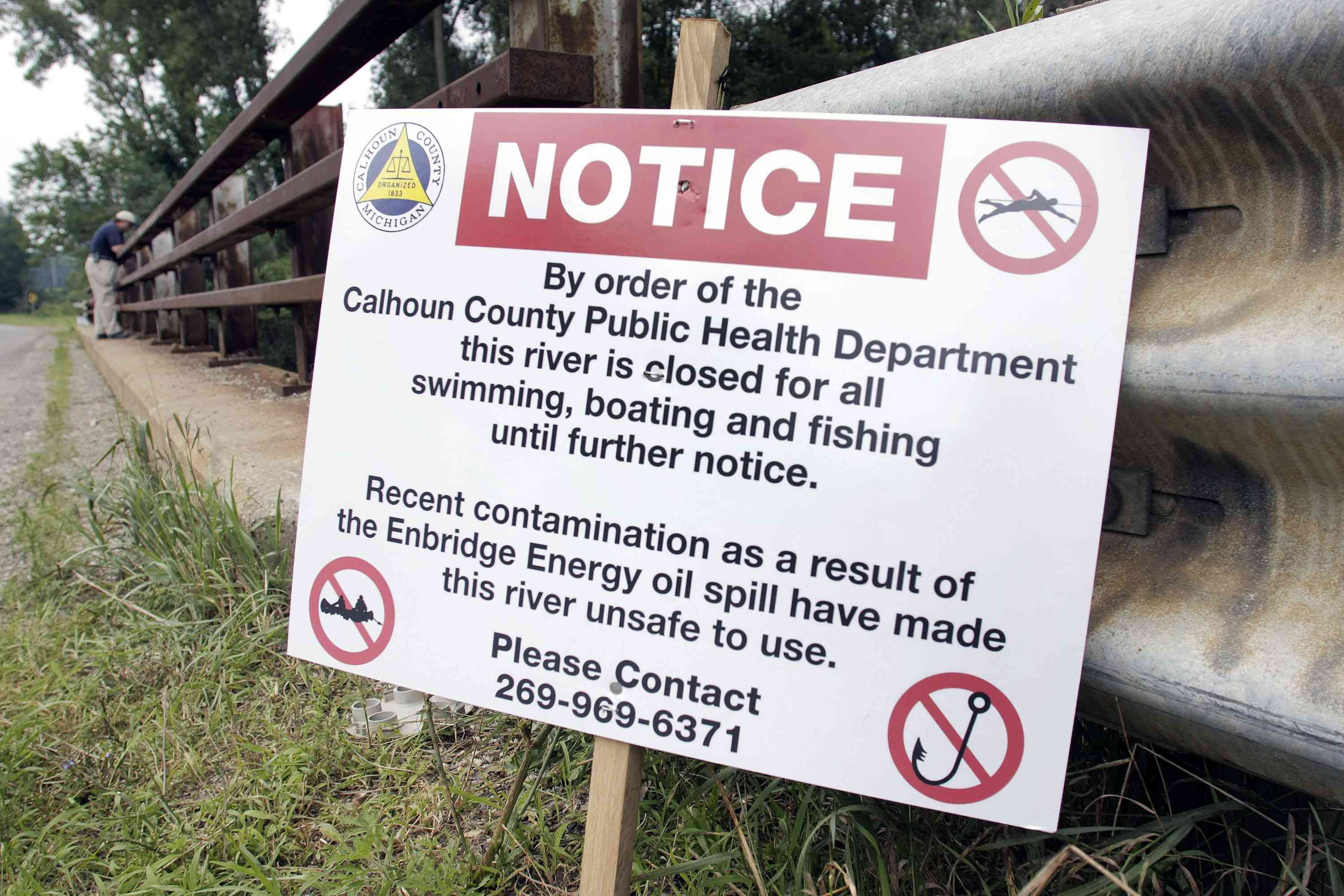 sign about 2010 Kalamazoo River oil spill