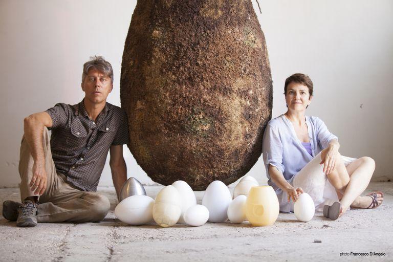 Planta a tu ser querido en este huevo y conviértelo en un árbol después de la muerte