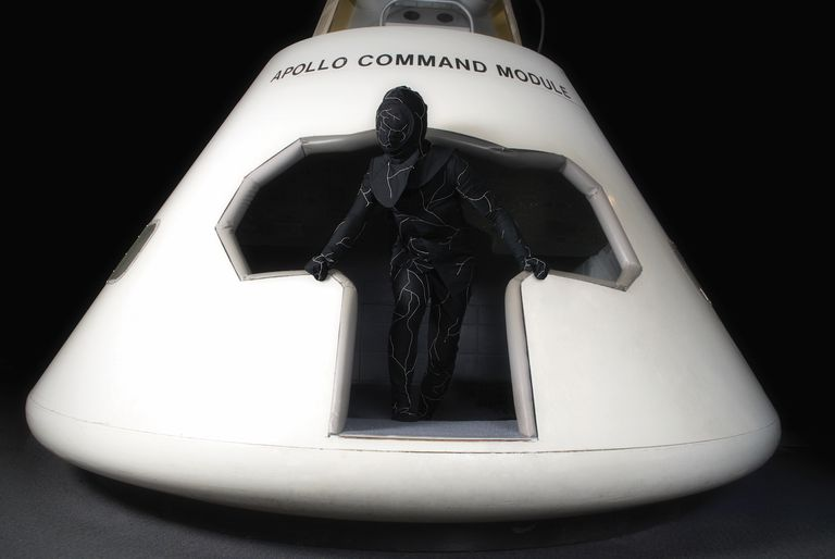 El actor Luke Perry fue enterrado en este traje de hongo biodegradable