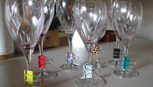 wine glass markers made of binder clip