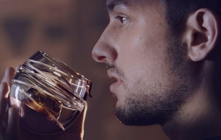 Este vaso de whisky fue diseñado para embeberse en el espacio