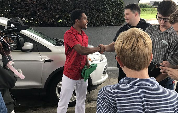 Young man received car from community group