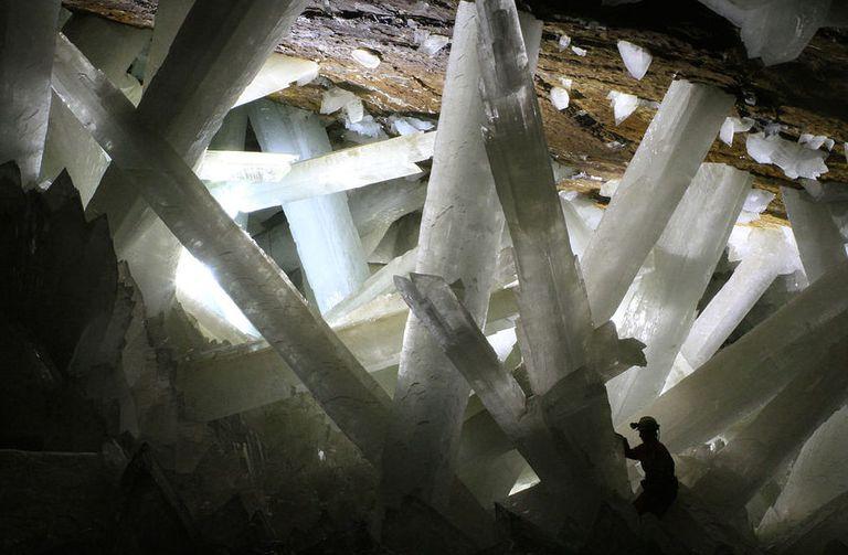 Formas de vida inusuales encontradas en cristales gigantes han sobrevivido hasta 50.000 años