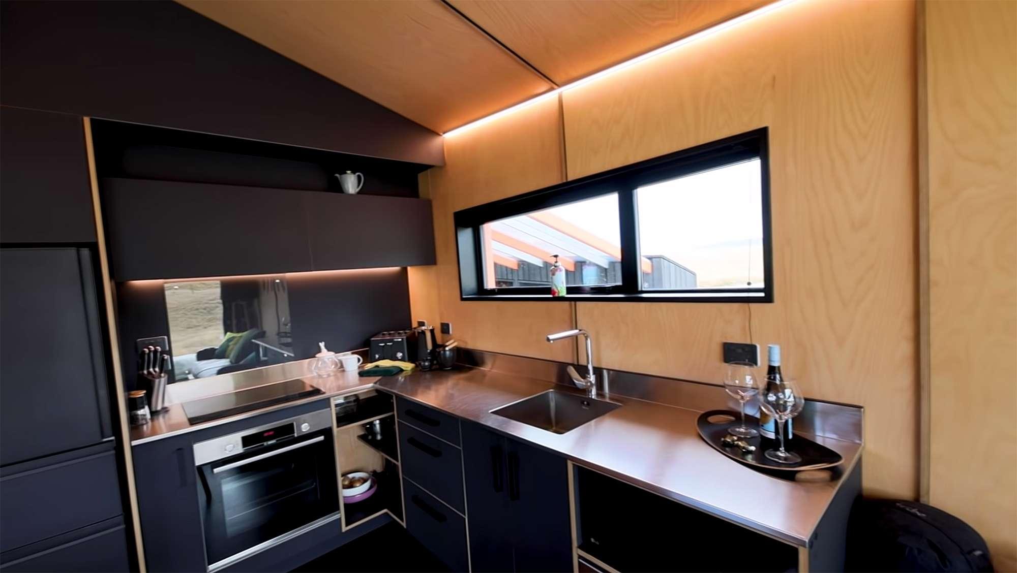 Skylark Cabin by Barry Connor kitchen