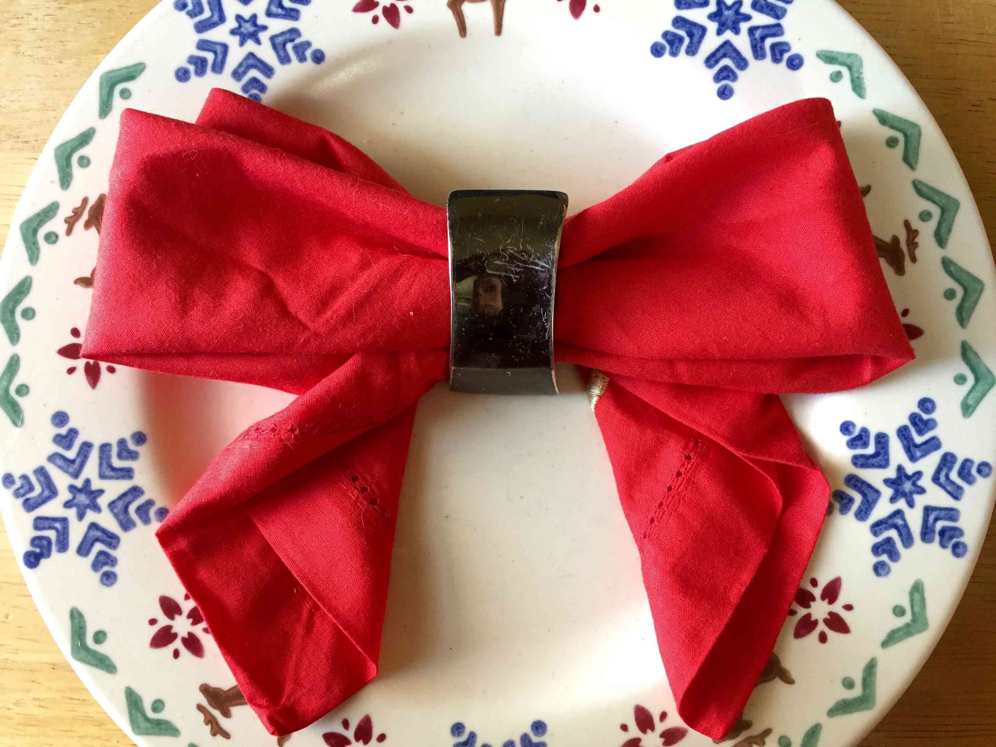 5 Easy Festive Napkin Folds For The Holidays