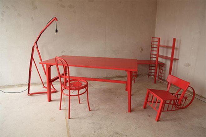 El diseñador nómada fabrica muebles reciclados 'nuevos' cada vez que se mueve