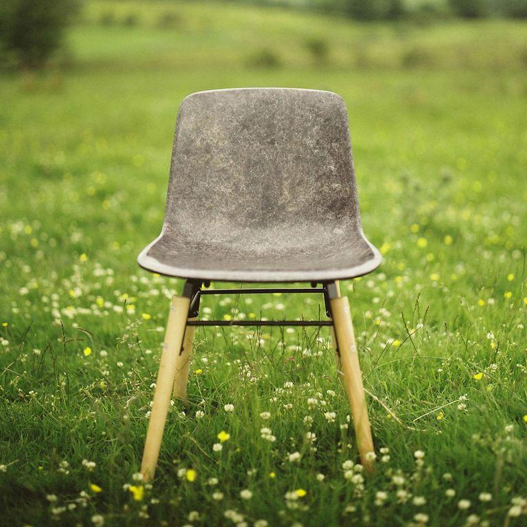 Los robustos muebles de lana maciza están hechos de lana y biorresinas