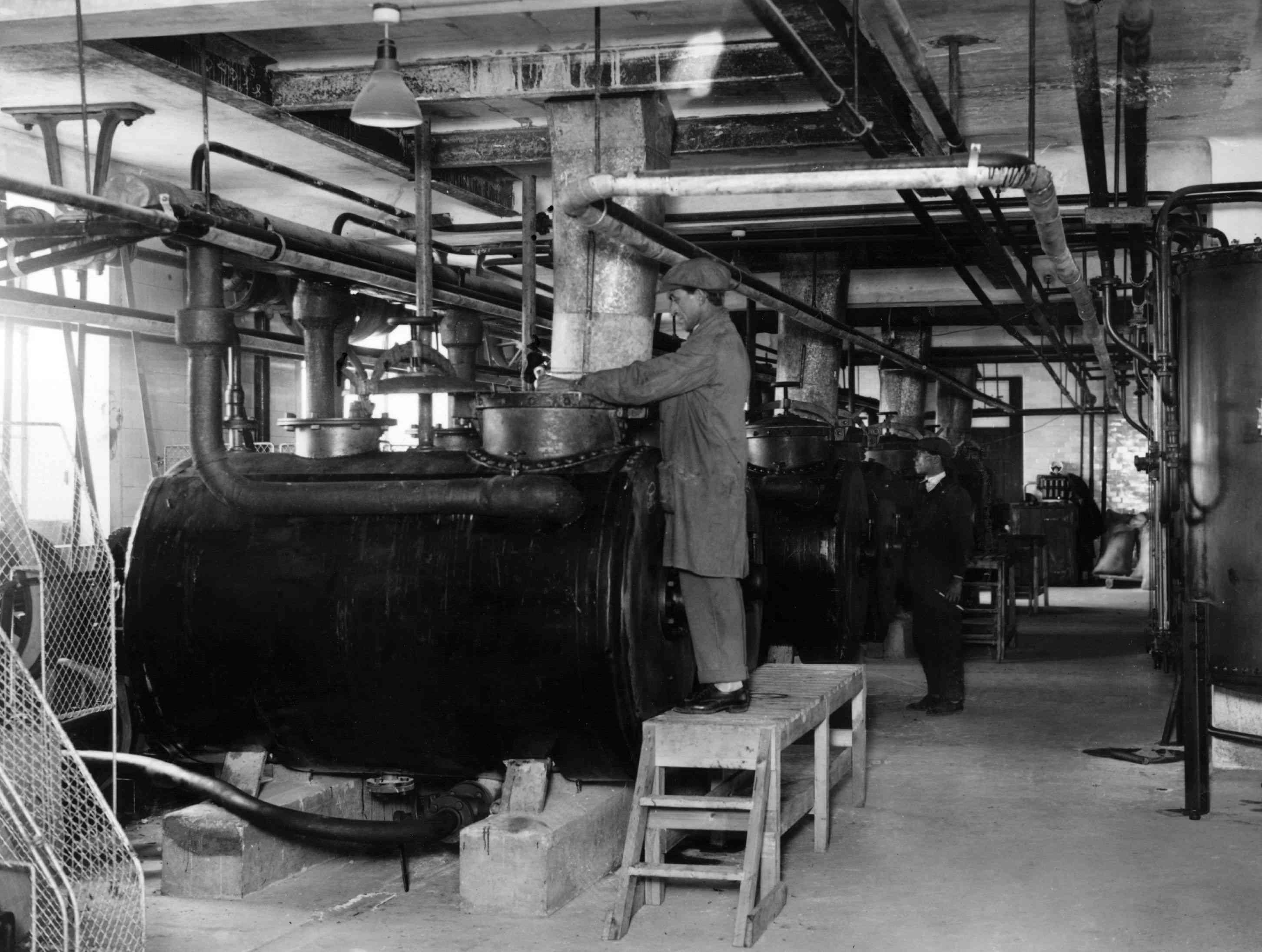 Making viscose, 1926