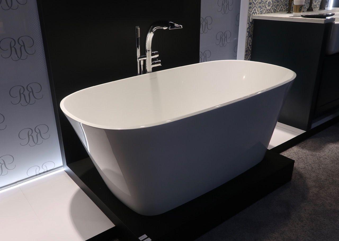 bathtub against wall