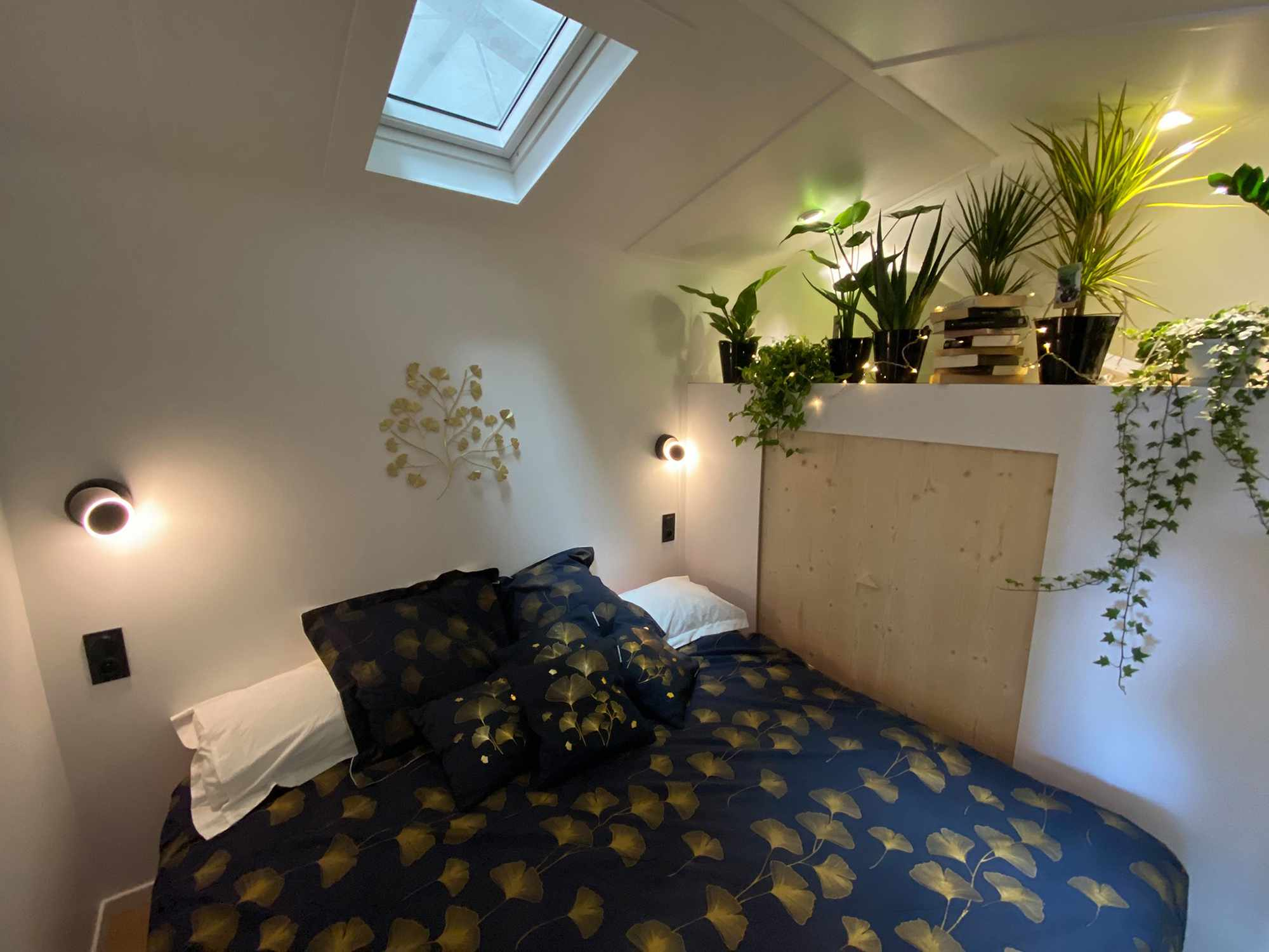 Dejessi tiny house by Tiny House Tarentaise bedroom