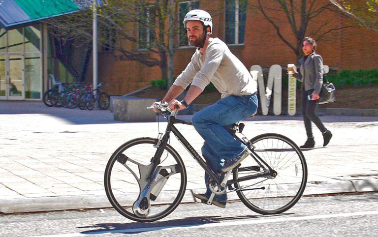 Reemplace su rueda delantera con esta y pase de bicicleta a bicicleta eléctrica en menos de un minuto