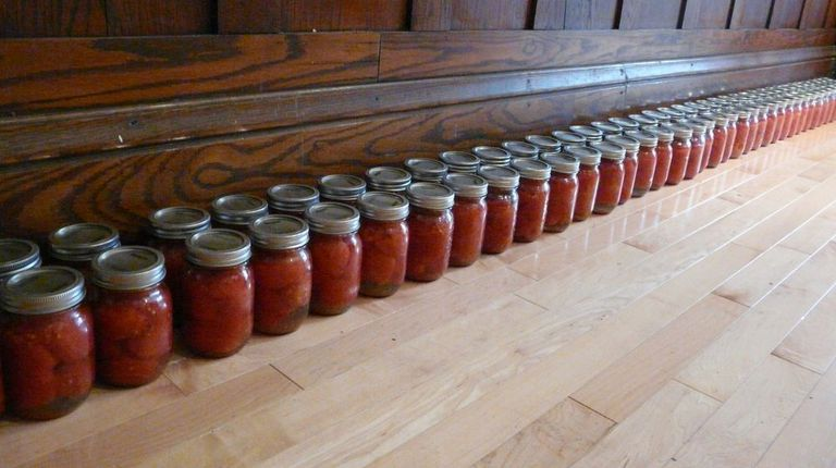Weekday Vegetarian: Canning Tomatoes