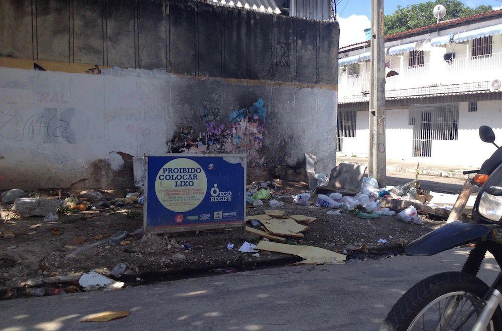 trash in Recife
