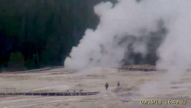 Contempla el géiser que arroja basura de Yellowstone
