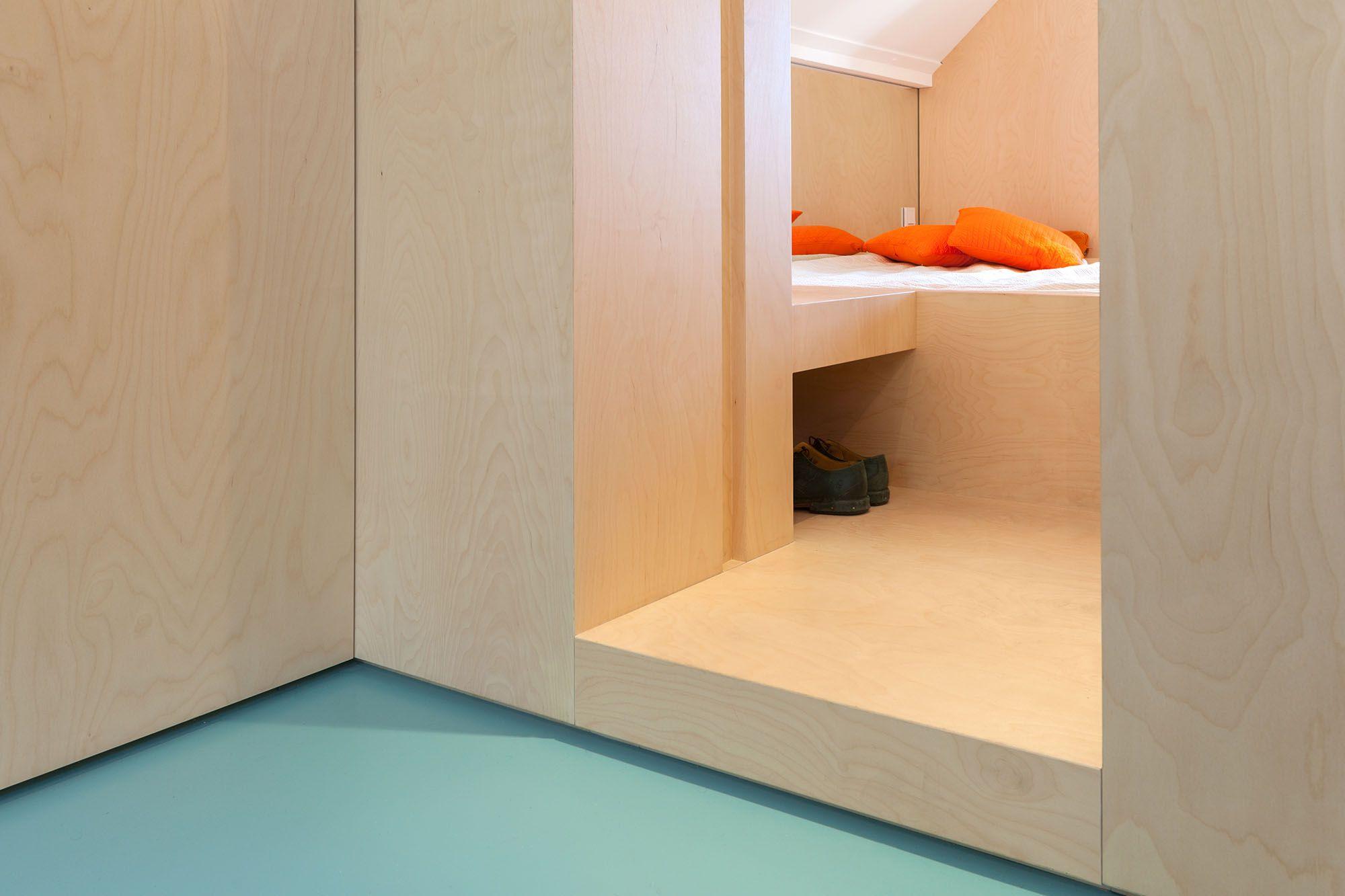 Amsterdam Urban Loft by Bureau Fraai bedroom entry