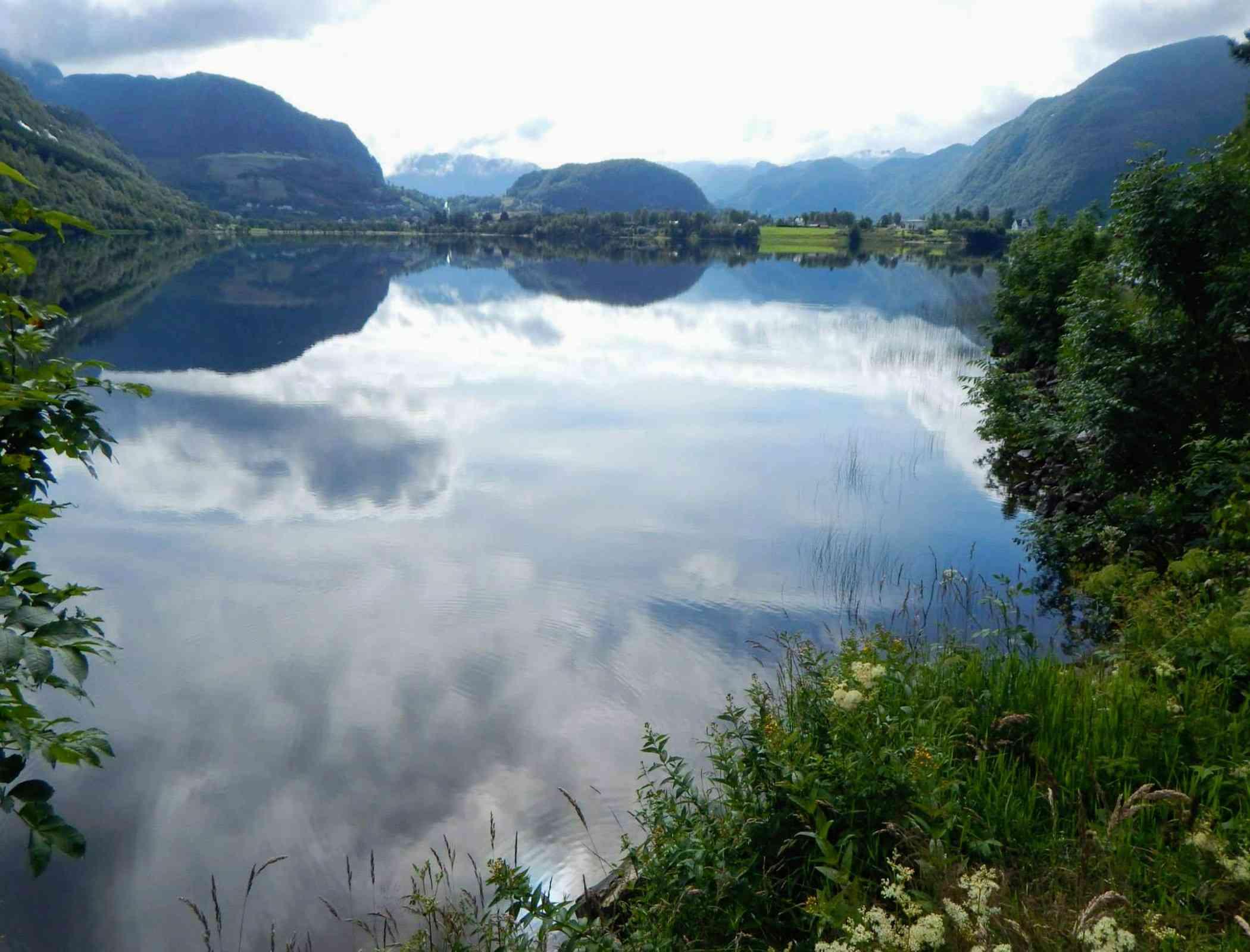 Hornindalsvatnet, Hornindal, Mogrenda, Noruega