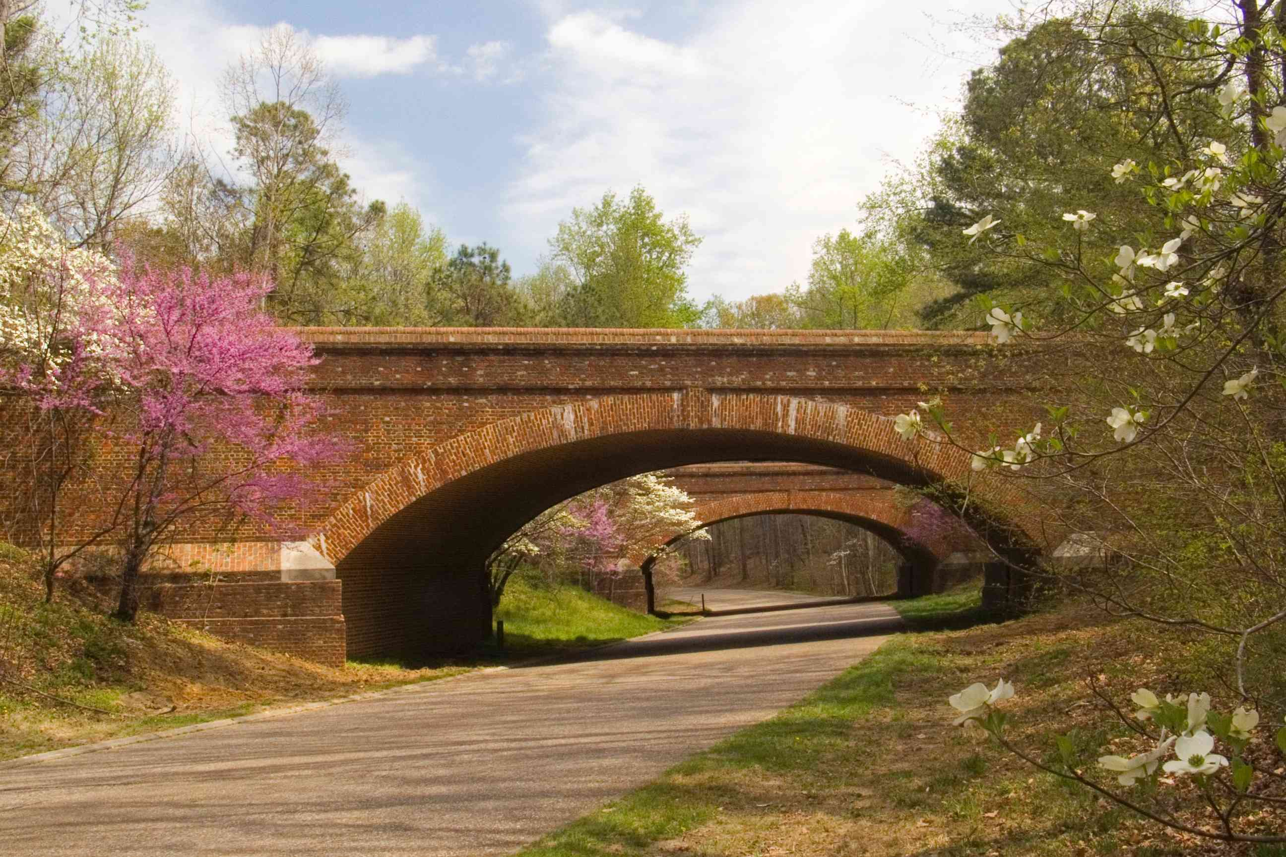 Bridges over Colonial Parkway with springtime blooms