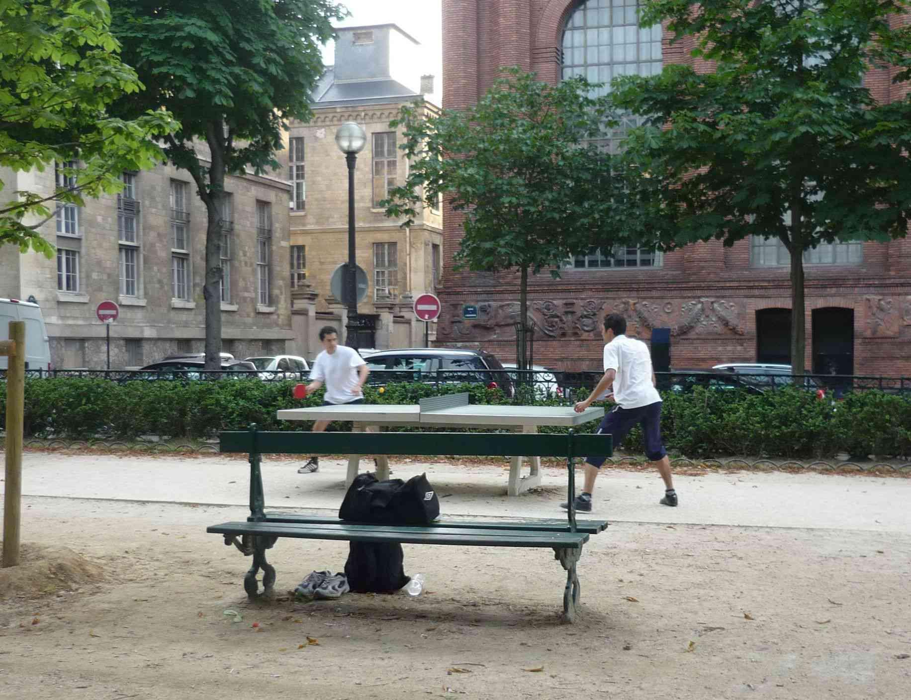 ping pong in Paris