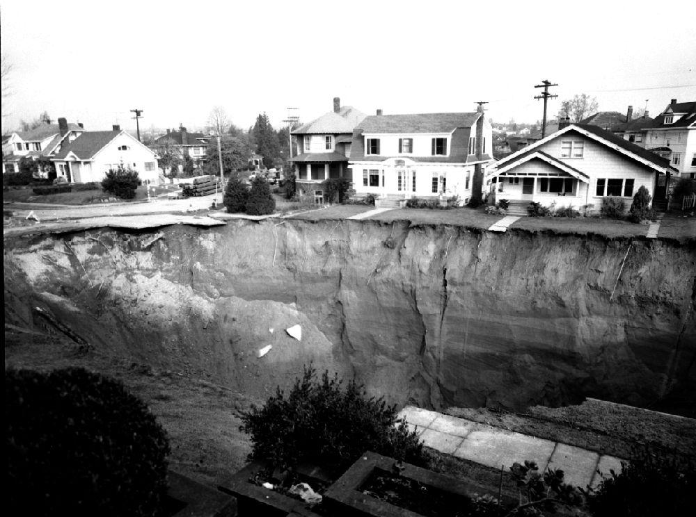The Great Ravenna Boulevard Sinkhole of 1957 in Seattle