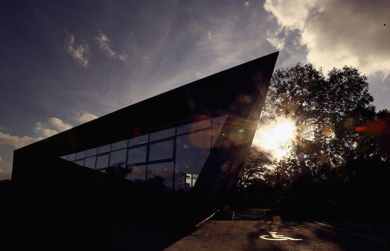 El primer edificio de Zaha Hadid en el Reino Unido fue diseñado para que las personas enfermas se sientan mejor