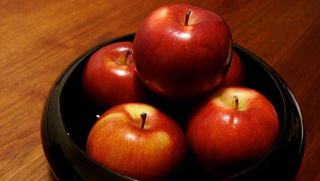 Empire apples on a black plate