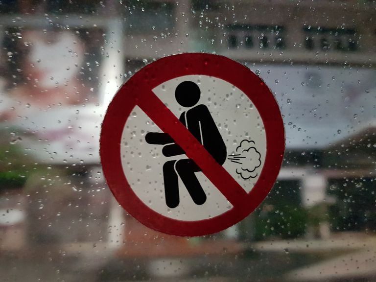 A taxi sticker that bans farting.