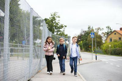 kids walking together