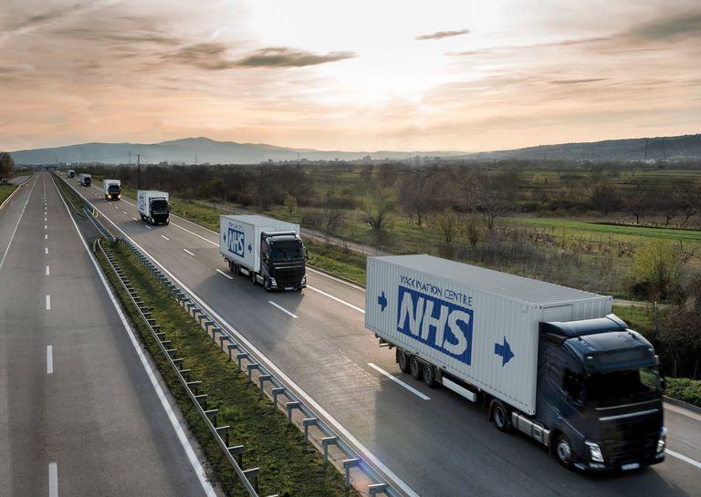 Waugh Thistleton propone centros móviles de vacunas hechos con contenedores de envío