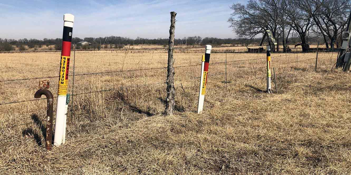 petroleum pipeline marker posts
