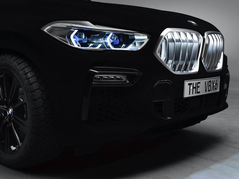 Justo lo que necesitábamos Departamento: Un BMW con pintura tan negra que es casi invisible