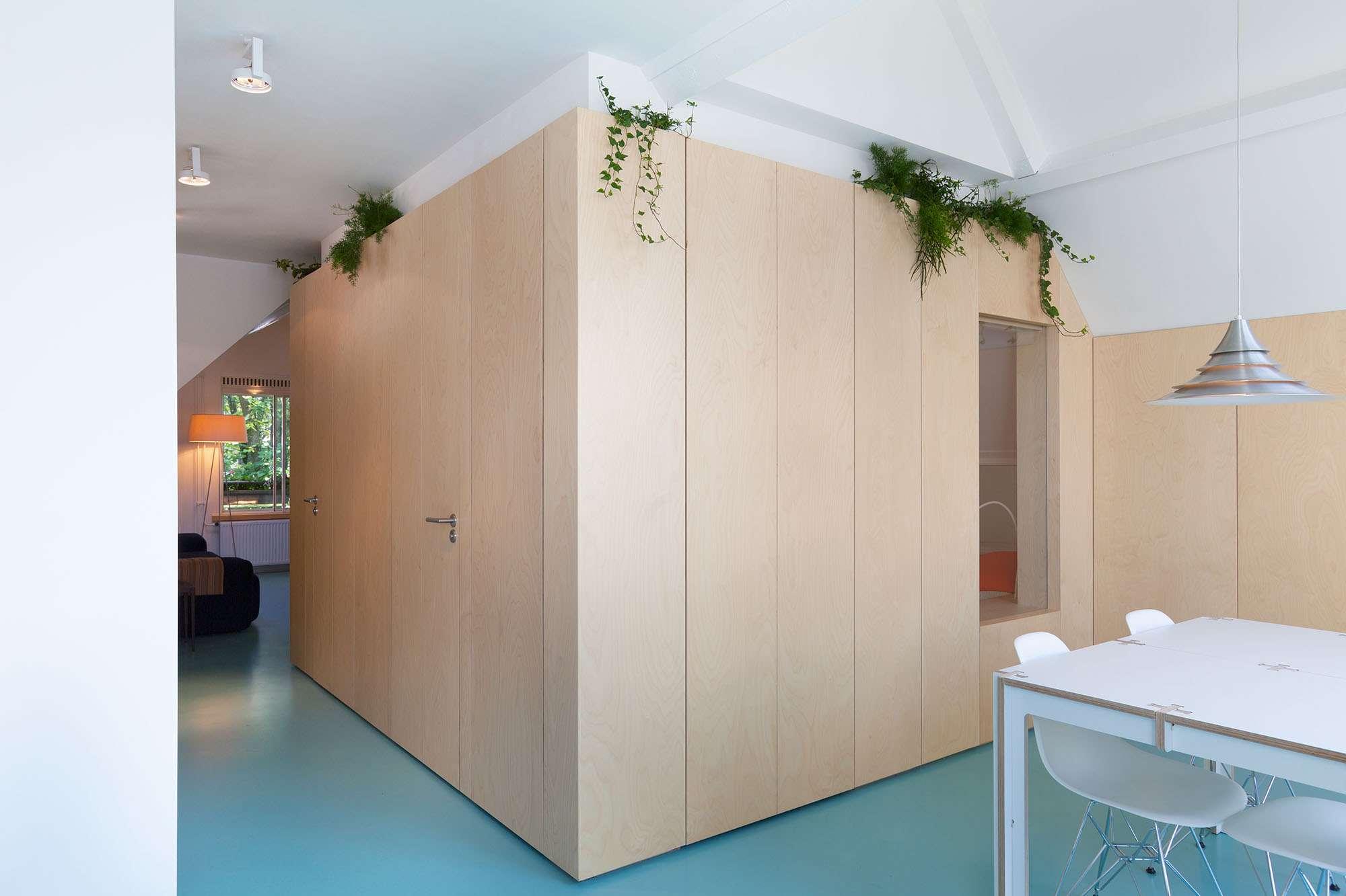 Amsterdam Urban Loft by Bureau Fraai box bed volume