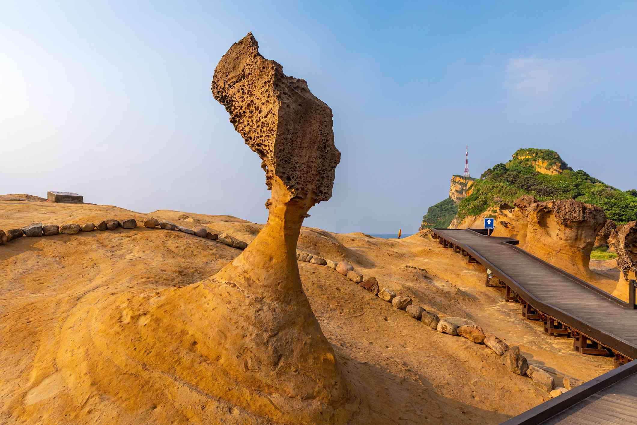 Single hoodoo shaped like a head in Yehliu Geopark