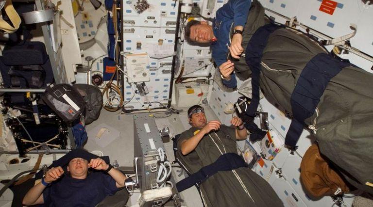 Cómo dormir bien en el espacio