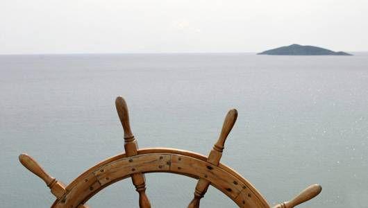 wooden wheel of a ship